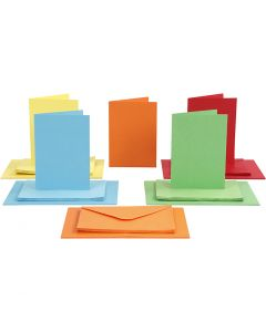 Kort og kuverter, kort str. 10,5x15 cm, kuvert str. 11,5x16,5 cm, 110+220 g, ass. farver, 50 sæt/ 1 pk.