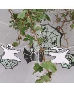 Spøgelser og flagermus af mosgummi og silkepapir