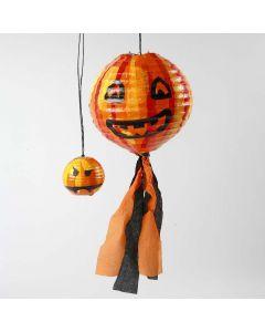Rispapirlampe dekoreret som græskar med silkepapir