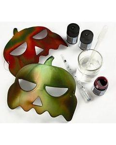 Græskarmasker af plast dekoreret med akvarelmaling