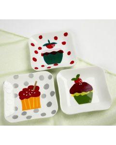 Kagetallerkner dekoreret med cupcakes