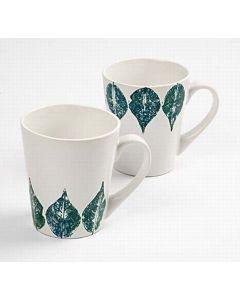 Porcelænskrus dekoreret med aftryk af blad