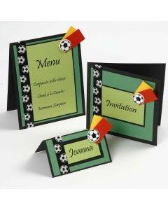 Invitation, bordkort og menukort i grøn og sort med fodbolde
