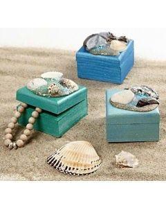 Ud i det blå og samle naturmaterialer