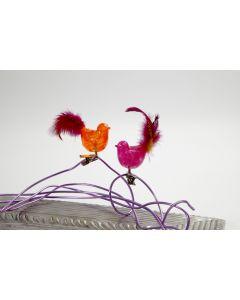 Glasfugl med klemme malet med glasmaling og dekoreret med fjer