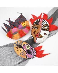Maske af papmaché pyntet med Foam Clay