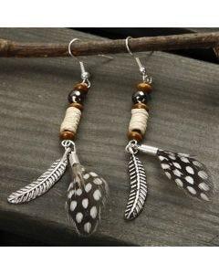 Øreringe med fjer og perler