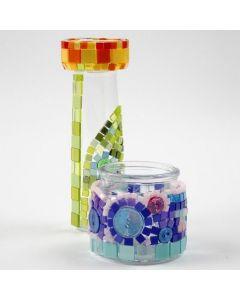 Glas med kulørt minimosaik