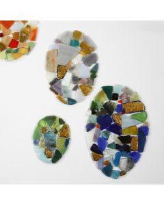 Påskeæg af hårdfolie med mosaik og limfolie