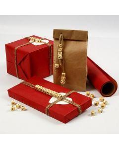 Gaveindpakning med budskab af bogstavperler i snor af hør