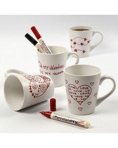 Hvidt porcelænskrus med røde kærlighedsmotiver