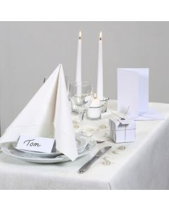 Inspiration til fest med hvid borddækning, bordkort og bordpynt
