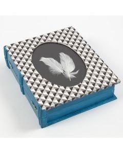 Dekoreret æske med ramme og form som bog