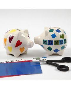 Motiver og bogstaver på sparegris af porcelæn