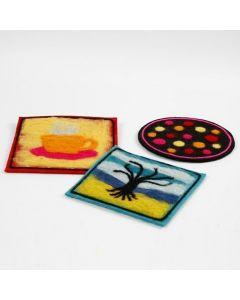 Bordskåner af tyk filt med dekoration af nålefilt