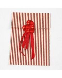 Papirspose med foliehjerte og gavebånd i design fra Vivi Gade