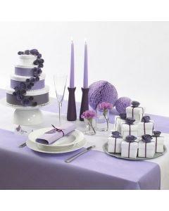 Bryllupskage som sangskjuler af æsker med papirblomster og bånd