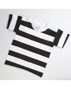 Fangedragt af hvid T-shirt med sortmalede striber