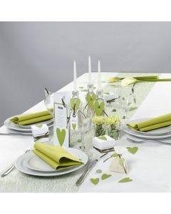 Borddækning og bordpynt i hvidt og grønt med hjerter