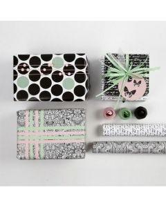 Gaveindpakning med pynt og papir i Paris design fra Vivi Gade