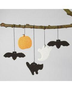 Flagermus, græskar, spøgelse og kat ophæng lavet af Foam Clay