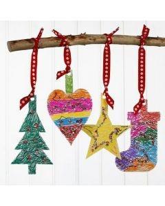Juleophæng af karton, tuschdekoreret og pyntet med pailletter