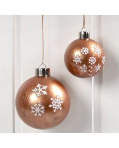 Julekugle i glas med kobbermaling indvendig og stickers udenpå