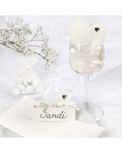 Bordkort og bryllupspynt i hvid med hjerter