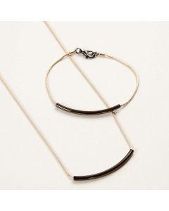 Smykker af slangekæder med buede rør som vedhæng