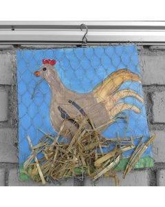 Malerier af høns overtrukket med kyllingetråd