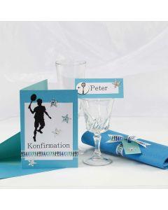 Konfirmationsindbydelse og bordkort i turkis med badminton motiver