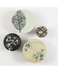 Malede træknager med aftryk lavet efter stencilark