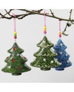 Juletræ med decoupagepapir og pynt