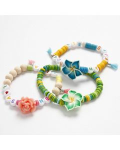 Elastikarmbånd med forskellige perler i sommerfarver