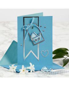 Dåbsinvitation med barnevogn, manillamærke og rhinsten