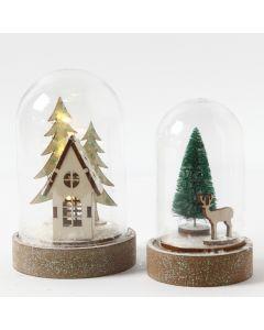 Klokker med hus, grantræer, rensdyr og lyskæde indeni