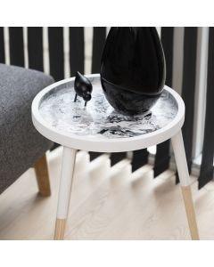 Fluid art på bakkebord af træ lavet med Pouring-Fluid