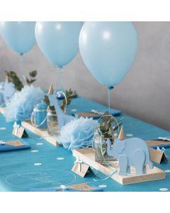 Barnedåbspynt med trædyr, servietfoldning, menukort, pomponer og helium balloner