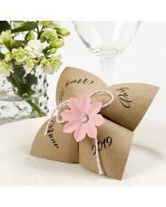 Flip-flapper menukort med udstanset blomst