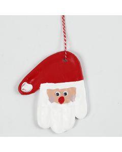 Håndaftryk i selvhærdende ler dekoreret som julemand