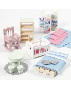 Dukkehus møbler dekoreret med filt og hobbymaling