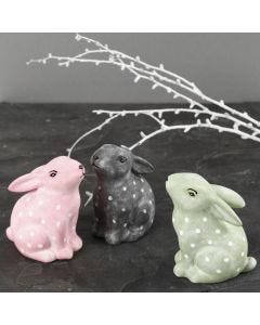 Kaniner af porcelæn dekoreret med porcelænsmaling og porcelænstusch