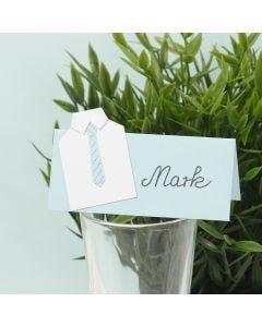Bordkort til konfirmation pyntet med skjorte og slips i karton