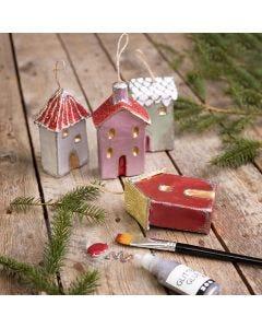 Julehus til ophæng dekoreret med metallisk maling og glitter