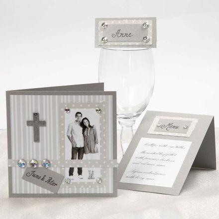 Bryllupsinvitation, bordkort og menukort i sølv og hvid