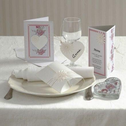 Invitation, bordkort og bordpynt med blomster