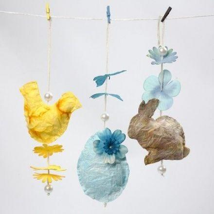 Påskekylling, påskeæg og påskehare syet i håndlavet papir, indfarvet efter klassisk akvarelteknik