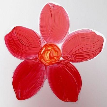 Malet blomst af hårdfolie