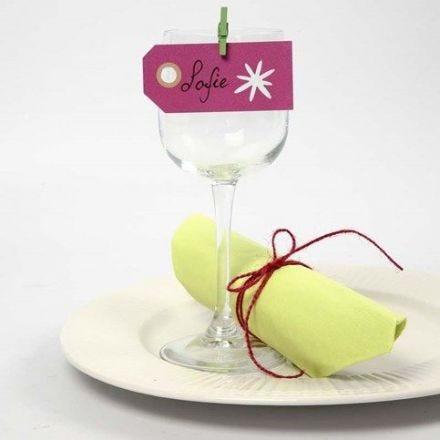 Bordkort af manillamærke med udstanset blomst