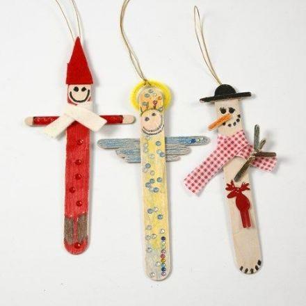 Julefigurer af malede og pyntede ispinde